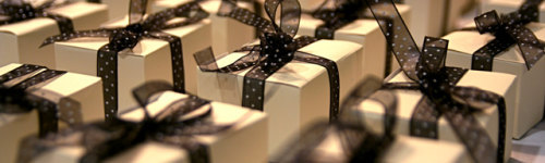 Nothing's better than finding that perfect holiday gift. Well... maybe someone giving you the perfect gift is better. This audience is looking for gifts for their loved ones, bosses, and their folks. They may be researching Christmas wish lists,  How to wrap a present or general gift ideas like jewelry, a new phone or a sewing machine.